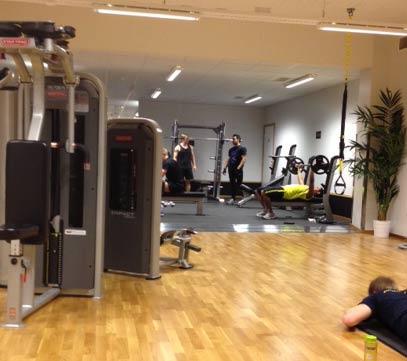 Fria vikter på gymmet